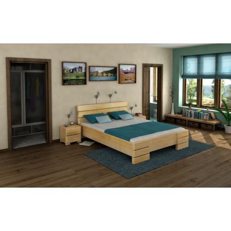 Vysoká a dlhá posteľ z borovice s úložným priestorom