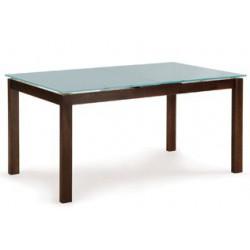 Drevený stôl do jedálne