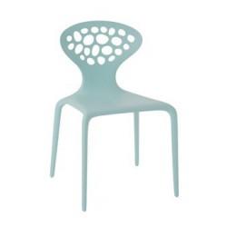 Moderná stolička z plastu