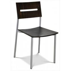 Drevená stolička v troch farbách