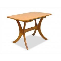 Drevený stôl do reštaurácie