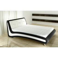 Dvojfarebná manželská posteľ