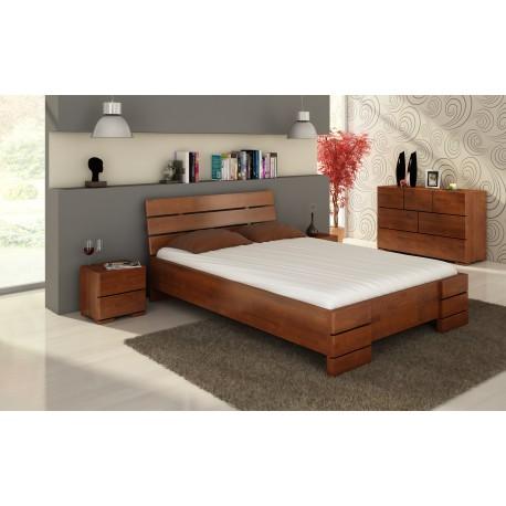 Vysoká a dlhá posteľ z buku s úložným priestorom
