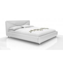 Biela dvojlôžková posteľ