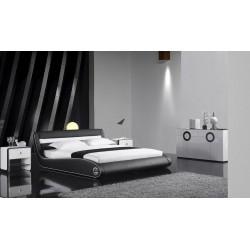 Čierna čalúnená posteľ