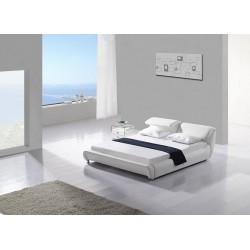 Luxusná posteľ v bielej farbe