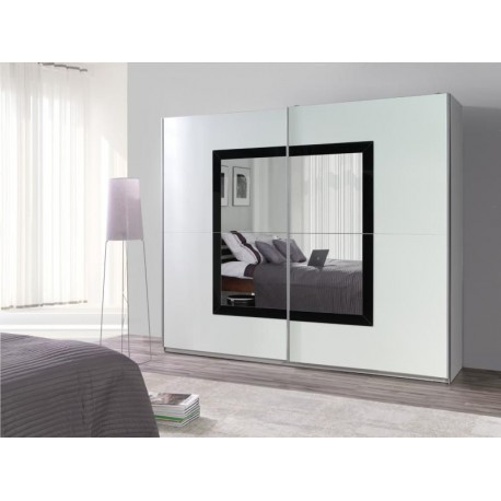 Čierno-biela skriňa so zrkadlom
