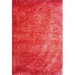 Červený koberec s dlhým vlasom